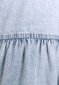 Gina Tricot - BABYDOLL DRESS - Denim dress - light blue - 6