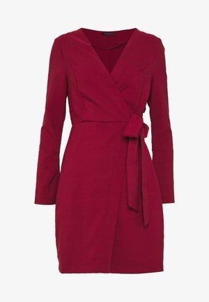 Pouzdrové šaty - burgundy