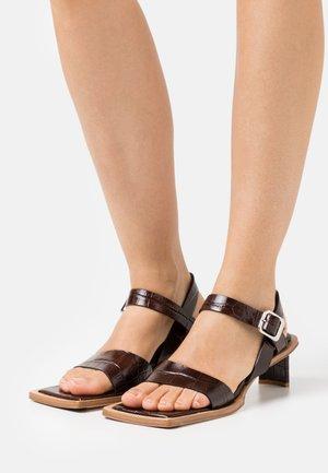TARA - Sandały - brown