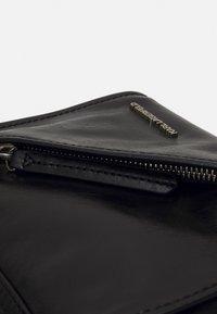 KARL LAGERFELD - SLASH SMALL TOP HANDLE - Handbag - black - 2