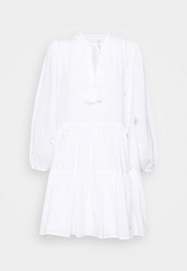 BORA BORA FLORA EMBROIDERY TIERED DRESS - Strandaccessories - white