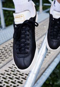 adidas Originals - LACOMBE - Trainers - core black/footwear white/chalk white - 7