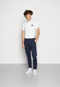 Tommy Jeans - SCANTON PANT - Chinos - blue - 1