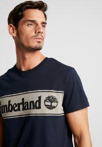 Timberland - CUT & SEW TEE - T-Shirt print - dark sapphire/elephant skin - 3