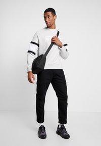 Nike Sportswear - AIR CREW  - Sweatshirts - grey heather/white/black - 1