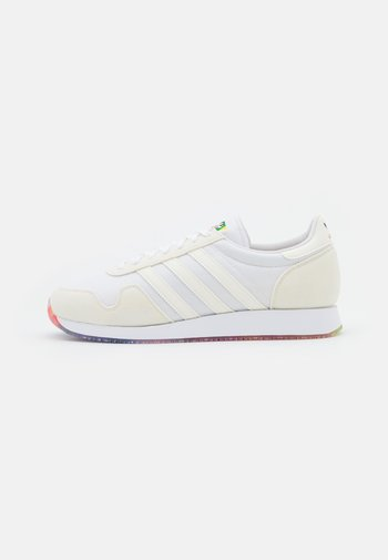 USA 84 PRIDE UNISEX - Sneakers laag - white/offwhite/rainbow