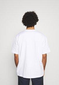 ARKET - Jednoduché triko - white light - 2