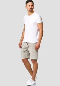INDICODE JEANS - Shorts - mottled light grey - 1