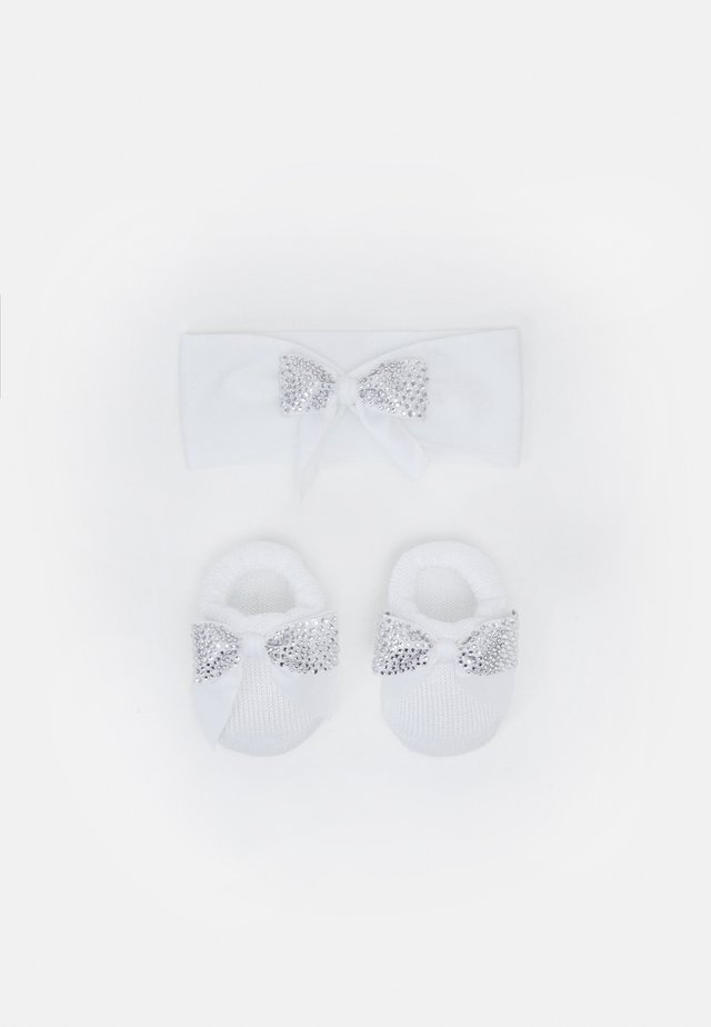 BABY PACK FIOCCO PREOLA SET - Oorwarmers - bianco
