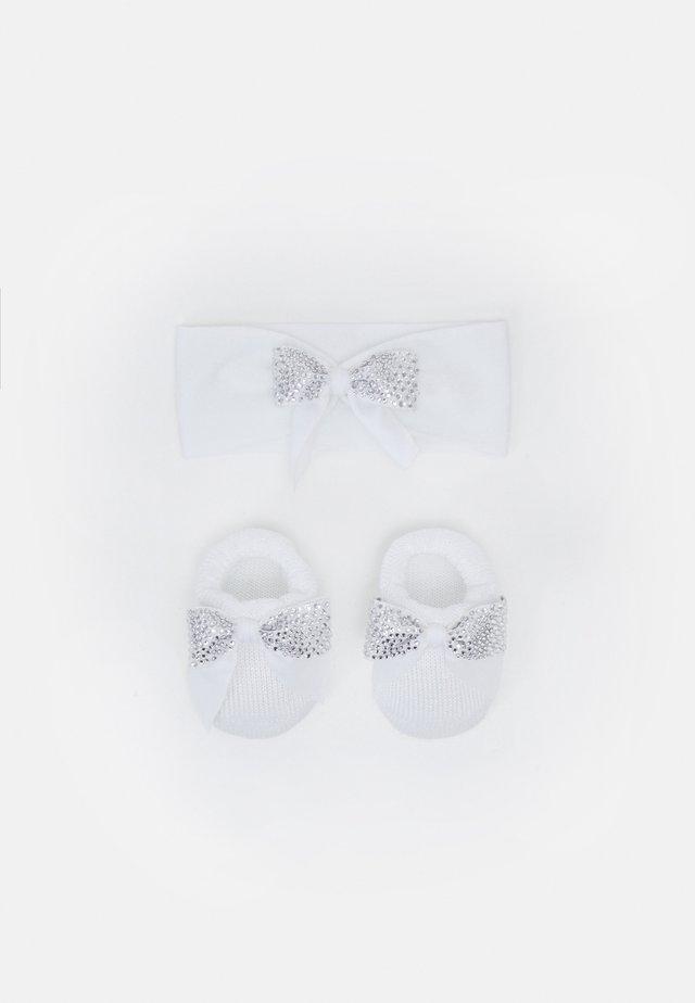 BABY PACK FIOCCO PREOLA SET - Ohrenwärmer - bianco