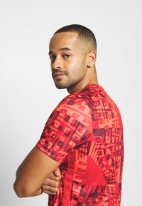 Nike Performance - DRY ACADEMY  - Print T-shirt - bright crimson/white - 3