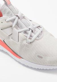 Nike Performance - RENEW ARENA - Juoksukenkä/neutraalit - vast grey/summit white/lava glow - 5
