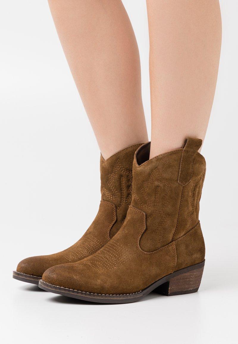 Coolway - JULES - Cowboy/biker ankle boot - brown