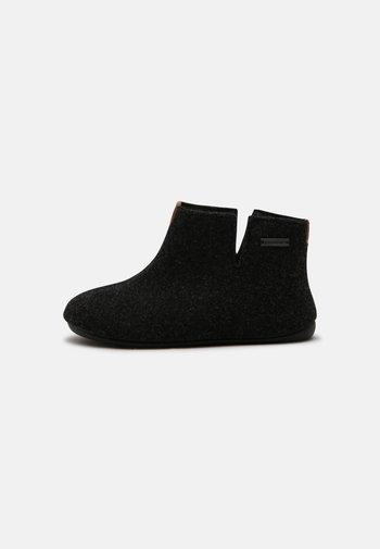ESTER - Domácí obuv - asphalt