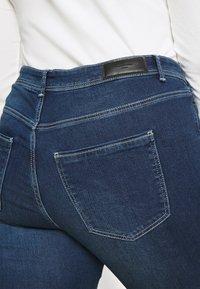 Vero Moda Curve - VMMANYA  - Jeans Skinny Fit - dark blue denim - 4