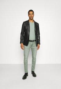 Lee - LUKE - Jeans slim fit - faded khaki - 1
