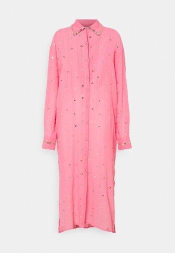 SEREN SHIRT DRESS - Shirt dress - coral/gold