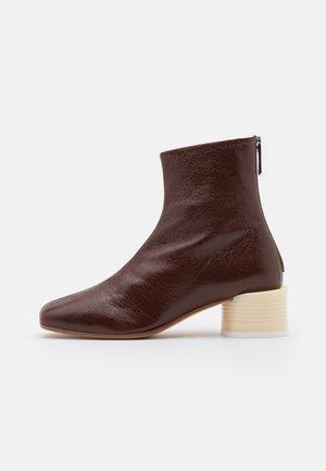 STIVALETTO TACCO BARATTOLO BASSO - Classic ankle boots - friar brown