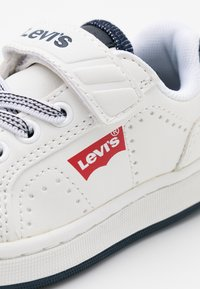 Levi's® - NEW DYLAN - Sneakersy niskie - white - 5
