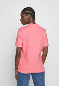 Tommy Hilfiger - TH ESSENTIAL POLO  - Polo shirt - pink grapefruit - 2