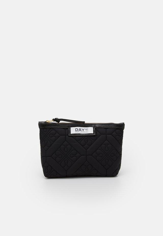 GWENETH Q FLOTILE MINI - Kosmetická taška - black