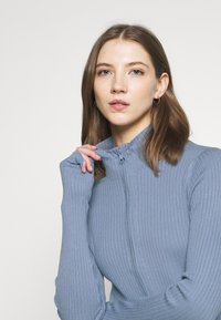 Monki - LISSA CARDIGAN - Cardigan - blue dusty light - 3