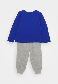 Converse - STAR TEE SET - Pantalones deportivos - blue - 1