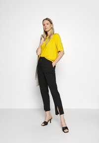 TOM TAILOR - BLOUSE - Blůza - deep golden yellow - 1