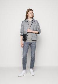 JOOP! Jeans - Printtipaita - silver - 1
