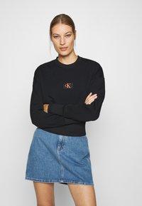 Calvin Klein Jeans - BADGE INTERLOCK - Long sleeved top - black - 0