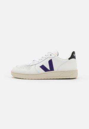 V-10 - Sneakersy niskie - extra white/purple/black