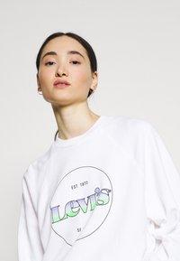 Levi's® - VINTAGE RAGLAN CREW - Sweatshirt - gradient white - 3