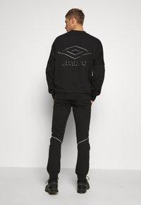 Umbro - TAPED JOGGER - Pantaloni sportivi - black - 2