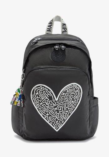 DELIA - Backpack - keith haring chalk art