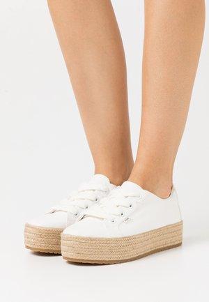 CASSIAH VEGAN - Sznurowane obuwie sportowe - white