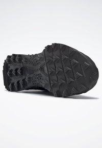Reebok - AT CRAZE 2.0 FOUNDATION - Zapatillas de trail running - black/grey - 4