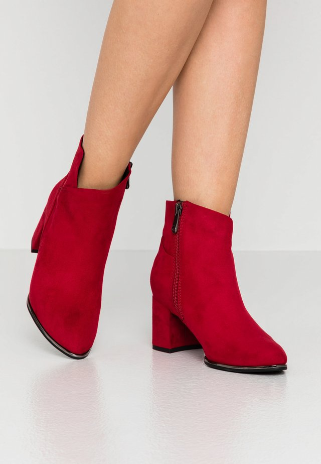 BOOTS - Bottines - red