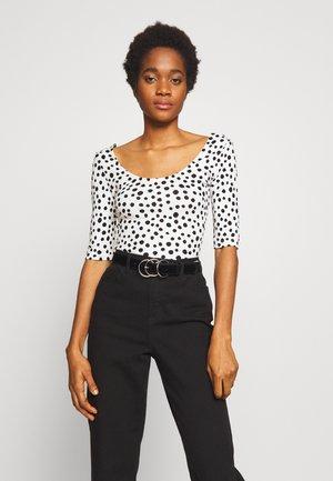 TABIRA - T-Shirt print - schwarz/weiß
