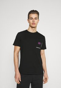 Pier One - CHEST POCKET TEE - T-shirt con stampa - black - 2