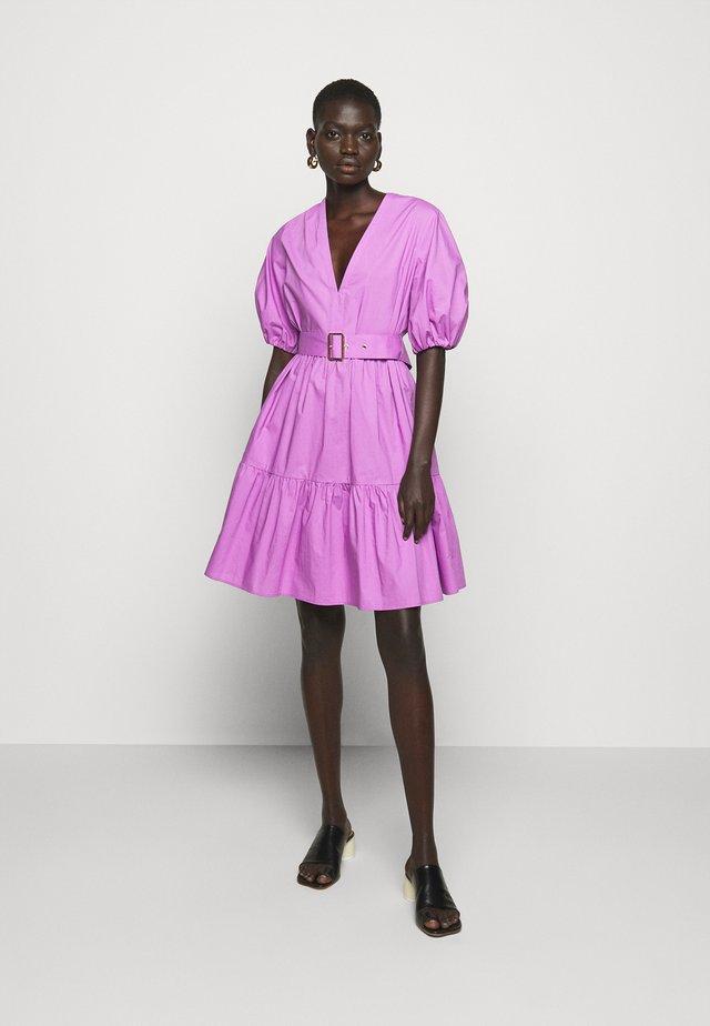 NUVOLOSO - Korte jurk - lilac