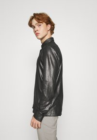 Twisted Tailor - SLEDGE SHIRT - Košile - black - 3