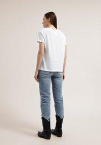 ARMEDANGELS - NAALIN SKY WITH BIRDS - Print T-shirt - white - 2