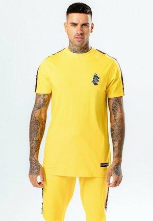 LEGO NINJAGO COLE TAPING - Print T-shirt - yellow