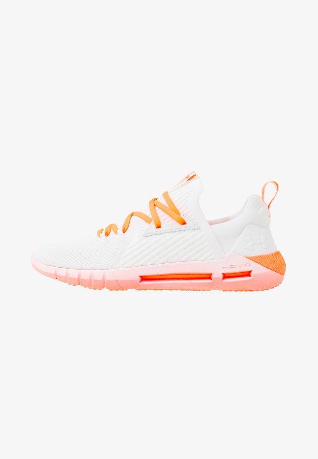 HOVR SLK EVO - Neutrální běžecké boty - white/peach plasma