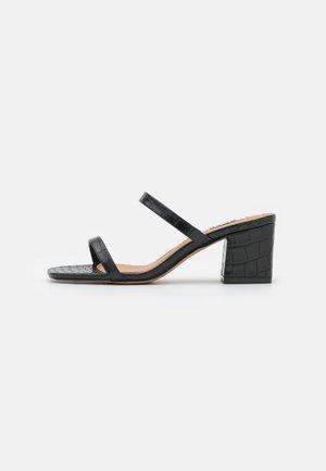 SQUARED STRAP  - Slip-ins med klack - black