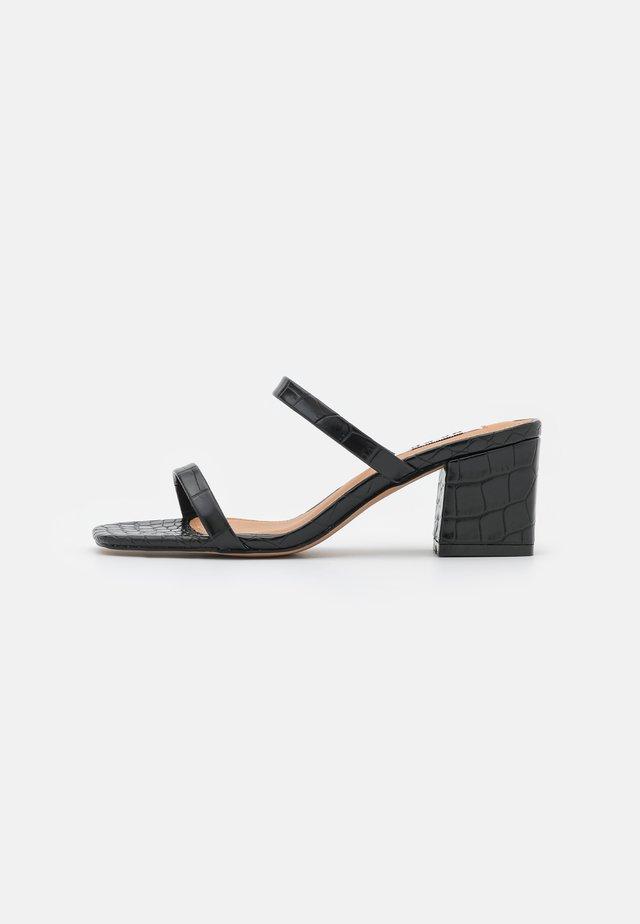 SQUARED STRAP  - Heeled mules - black