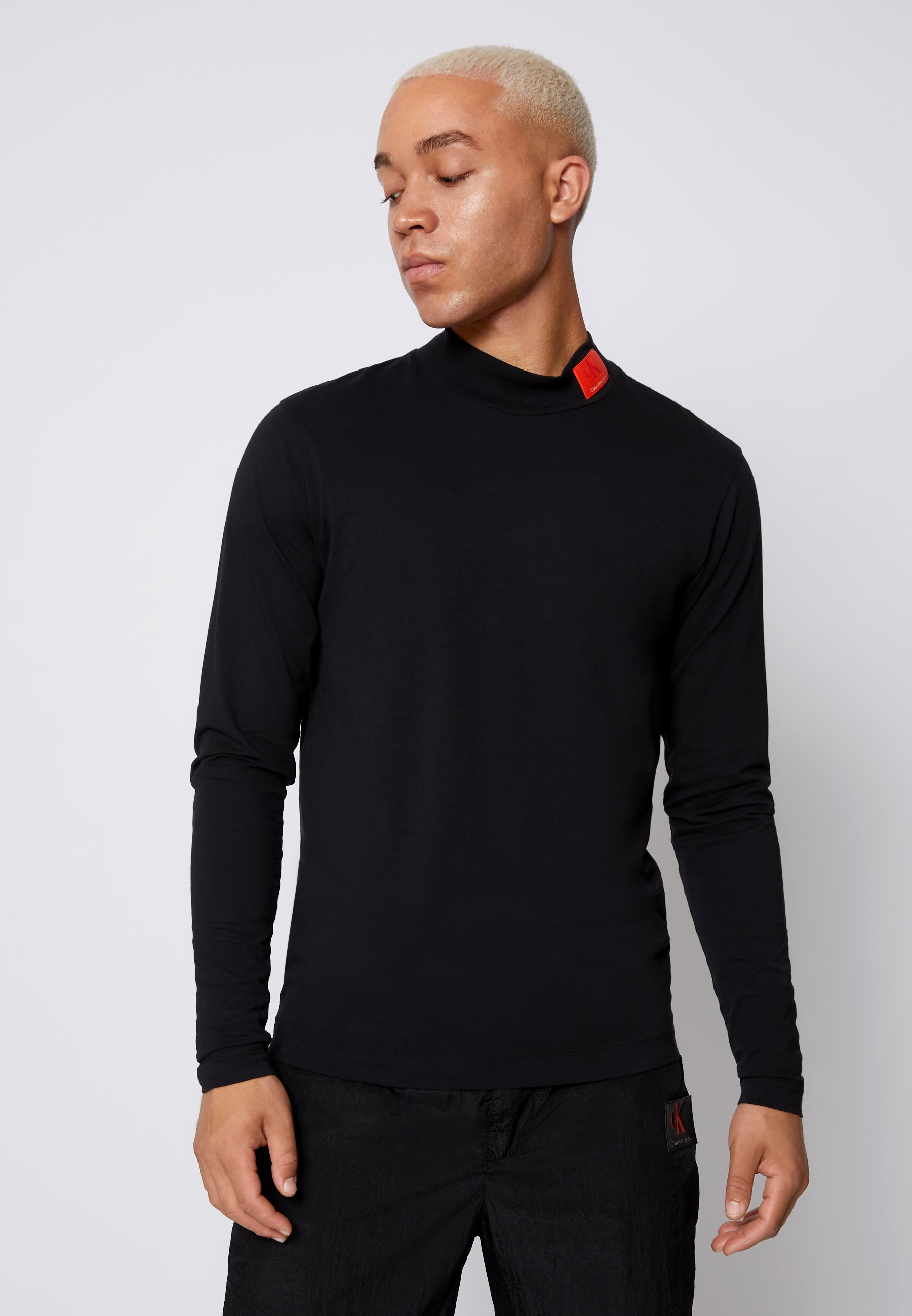 Men SMALL BADGE MOCK NECK - Long sleeved top