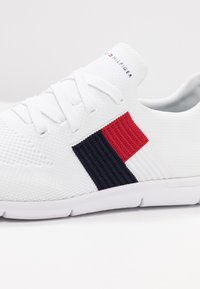 Tommy Hilfiger - FLAG LIGHT  - Trainers - white - 2