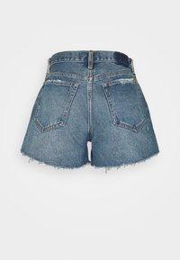 Abercrombie & Fitch - CURVE LOVE MID RISE BOYFRIEND - Denim shorts - medium - 1