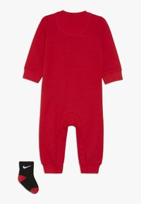 Nike Sportswear - ICON COVERALL BABY SET - Nattdräkt - university red - 1